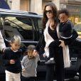 Angelina Jolie avec Pax, Maddox et Zahara