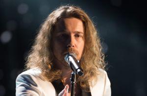 Mask Singer : Julien Doré sous le costume de l'aigle ? Il répond !