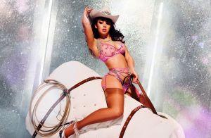 Charli XCX : Cavalière en lingerie pour un rodéo de Noël torride !