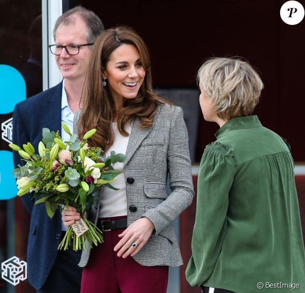 Kate Middleton, duchesse de Cambridge, et son mari le prince William assistent à un évènement caritatif au Troubadour White City Theatre à Londres, le 12 novembre 2019.