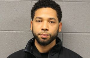 Jussie Smollett et son agression suspecte : paria, il attaque Chicago en justice