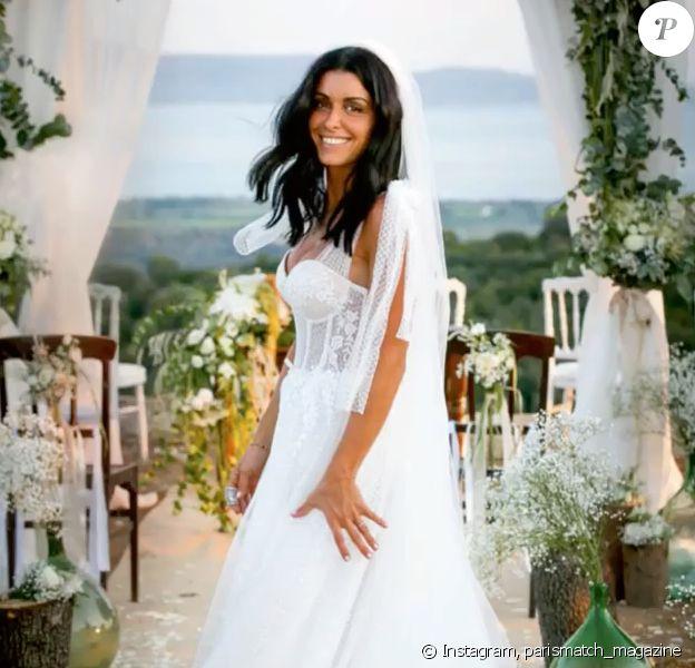 """Jenifer a célébré son mariage avec Ambroise en Corse le 21 août 2019. En couverture du magazine """"Paris Match"""" le 5 septembre, elle se dévoile en robe de mariée."""