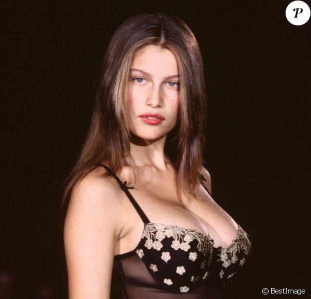 Laetitia Casta au défilé Victoria's Secret 1998 à New York. Le 3 février 1998.