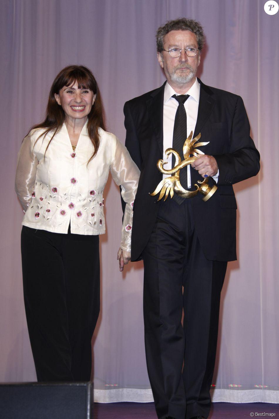 Ariane Ascaride Et Son Mari Robert Guediguian Lors De La Ceremonie De Cloture Du 26eme Festival Du Film Romantique De Cabourg Le 12 Juin 2012 Purepeople