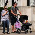 Laura Parker Bowles, son mari Harry Lopes et leur petite fille Eliza