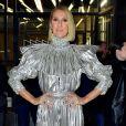 Celine Dion arbore une combinaison argentée de la marque Rodarte et des talons Gucci à la sortie de l'émission Watch What Happens Live à New York, le 14 novembre 2019.