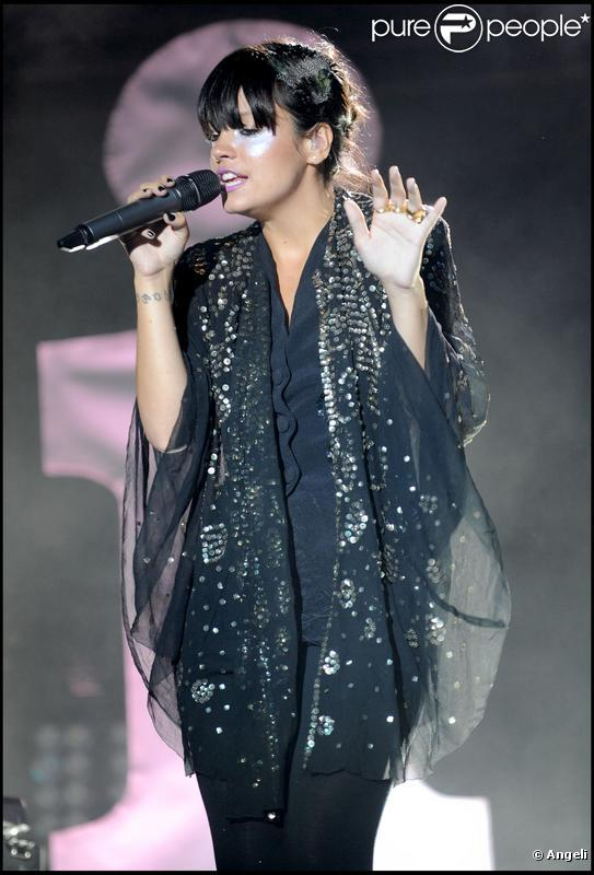 Lily Allen en concert au Somerset House à Londres le 11 juillet 2009.