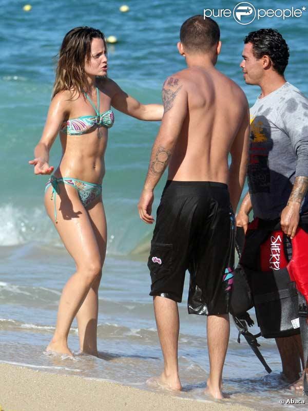 Mena Suvari en vacances avec son petit ami Simone Sestito à Los Cabos