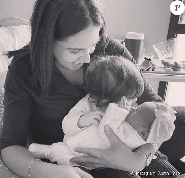 """Justin de """"Mariés au premier regard"""" dévoile une photo de Tiffany avec leurs filles Romy et Zélie, sur Instagram, le 2 décembre 2019"""
