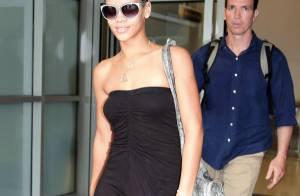 Rihanna : En longue robe bustier noire pour prendre l'avion... la princesse de la Barbade a une classe folle !