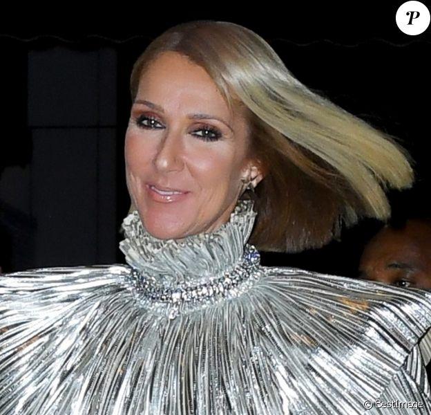 """Céline Dion arrive au restaurant/bar """"Lips Drag Queen Show Palace"""" à New York, le 14 novembre 2019."""