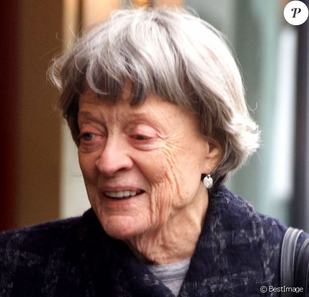 Exclusif - Dame Maggie Smith fait du shopping dans le quartier de Knightsbridge à Londres, Royaume Uni, le 13 avril 2018.