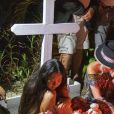 Exclusif - Pour le deuxième anniversaire de la mort de Johnny, Laeticia Hallyday et ses filles Jade et Joy se recueillent une nouvelle fois sur sa tombe au cimetière de Lorient à Saint-Barthélemy, le 6 décembre 2019.