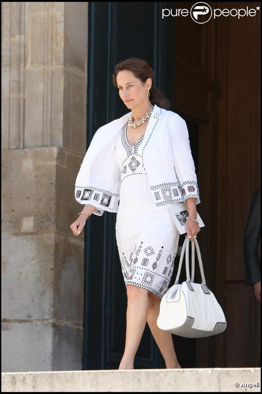 http://static1.purepeople.com/articles/5/36/46/5/@/255695-segolene-royal-637x0-2.jpg