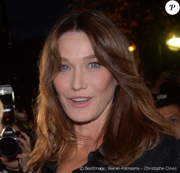 "Carla Bruni arrive aux Invalides pour assister au défilé ""CELINE"" collection prêt-à-porter printemps-été 2020 lors de la Fashion Week de Paris. Le 27 septembre 2019 © Veeren Ramsamy - Christophe Clovis / Bestimage"