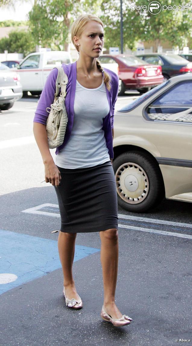 Jessica Alba avec un nouveau look plus femme... qu'on n'aime pas du tout !