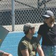 Exclusif - Chris Pratt et sa femme Katherine Schwarzenegger, en amoureux, ont encouragé Jack, le fils de Chris, lors de son match de football à Los Angeles le 22 septembre 2019.
