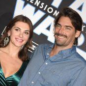 Camille Lacourt moustachu et souriant avec sa chérie Alice pour Star Wars