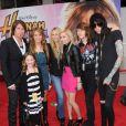 Trace Cyrus en compagnie de tout la famille Cyrus en avril 2009 lors d'une soirée à Los Angeles