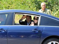 Nicolas Sarkozy et Carla Bruni : les vacanciers amoureux arrivent... sous les applaudissements !