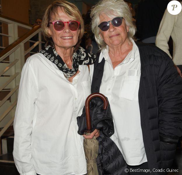 """Catherine Lara et sa compagne Samantha - Générale de la pièce """"Le Banquet"""" au théâtre du Rond-Point à Paris le 11 octobre 2018. © Coadic Guirec/Bestimage"""