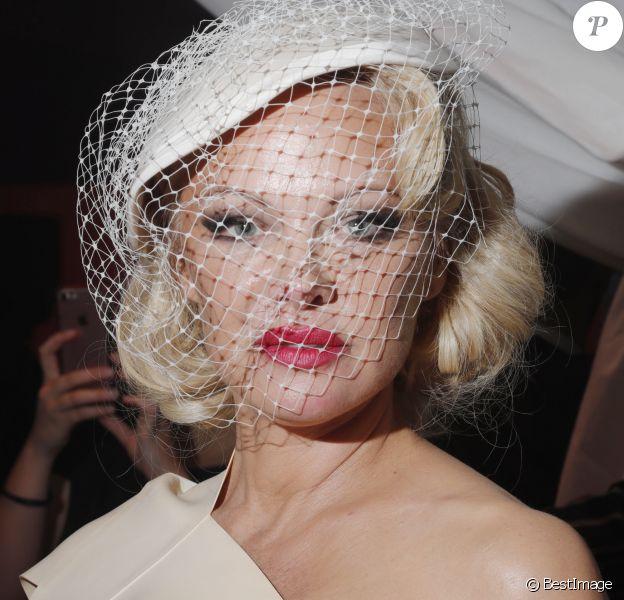 """Pamela Anderson - Backstage du défilé de mode PAP printemps-été 2020 """"Vivienne Westwood"""" à Paris. Le 28 septembre 2019"""