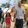 Le joueur de NBA Kobe Bryant est en vacances avec sa femme Vanessa et leurs filles Natalia et Gianna à Mykonos en Grèce, le 24 juin 2014.