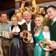 Arnold Schwarzenegger avec sa fille Christina et sa compagne Heather Milligan lors de la 29ème Weisswurstparty à l'hôtel Stanglwirt à Going, Autriche, le 27 janvier 2020.