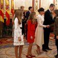 L'infante Sofia, la princesse Leonor des Asturies et leurs parents le roi Felipe VI et la reine Letizia d'Espagne lors des salutations aux parlementaires au Congrès à Madrid le 3 février 2020 à l'issue de la cérémonie d'ouverture de la XIVe législature du Parlement espagnol.