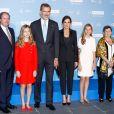 La princesse Leonor des Asturies lors de la cérémonie de remise des Prix de la Fondation Princesse de Gérone à Barcelone le 4 octobre 2019. Le 3 février 2020, elle ressortira son ensemble en tweed rouge pour l'inauguration de la XIVe législature du Parlement à Madrid.