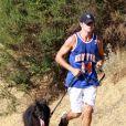 Jerry O'Connell se détend en faisant un jogging avec son chien avant d'aller s'occuper de ses jumelles Dolly Rebecca Rose et Charlie Tamara Tulip, à Los Angeles. 09/08/09