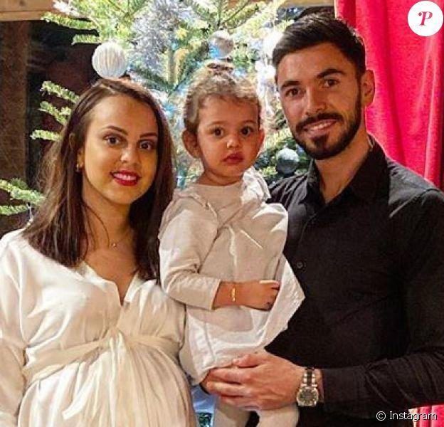 Morgan Sanson, milieu de terrain de l'Olympique de Marseille, et sa compagne Marie, ici avec leur fille Julia lors des fêtes de fin d'année 2019 (photo Instagram), ont annoncé le 18 février 2020 la naissance de leur deuxième fille, Jade.