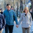 Iñaki Urdangarin et sa femme l'infante Cristina d'Espagne lors d'une promenade en famille à Vitoria, le 25 décembre 2019.