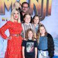 """Tori Spelling, son mari Dean McDermott et leurs enfants Finn, Jack, Stella, Liam, Hattie et Beau - People à la première de """"Jumanji: The Next Level"""" au théâtre Chinese dans le quartier d'Hollywood à Los Angeles, le 9 décembre 2019."""