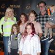 """Tori Spelling avec son mari Dean McDermott et leurs enfants Finn, Hattie, Stella et Beau au photocall de """"Nights of the Jack's Friends & Family"""" à Los Angeles, le 2 octobre 2019."""