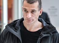 """Piotr Pavlenski """"a enfoncé la lame dans ma jambe"""": l'activiste mis en examen"""