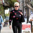 Brigitte Nielsen est allée déjeuner avec son mari M. Dessi chez Joan's on Third dans le quartier de Studio City à Los Angeles, le 20 février 2020.