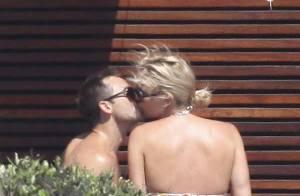 Charlize Theron, en bikini, nous livre un festival de baisers et de tendres moments avec son séduisant boyfriend !