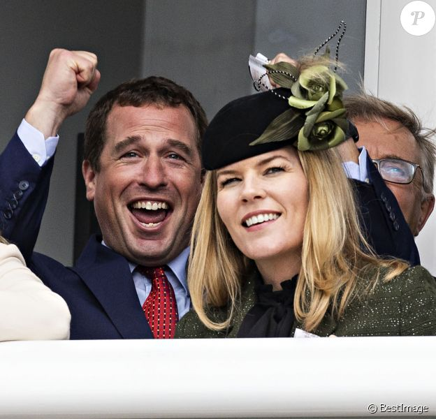 Peter Phillips et Autumn Phillips lors du premier jour du Festival de Cheltenham à l'hippodrome de Cheltenham, le 10 mars 2020, radieux ensemble malgré leur divorce en cours.