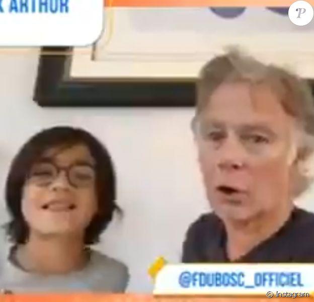 Franck Dubosc et son fils pendant le live d'Arthur sur Instagram le 3 avril 2020.