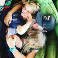 Chris Martin et ses deux enfants, Apple et Moses. Juillet 2018.