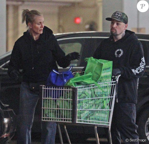 Exclusif - Cameron Diaz et Benji Madden font une apparition publique rare alors qu'ils s'approvisionnent à l'épicerie pendant l'épidémie de Coronavirus (Covid-19). Los Angeles, le 20 mars 2020.