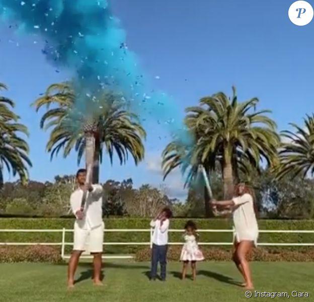 Ciara, enceinte de son troisième enfant, son mari Russell Wilson, le fils de Ciara, Future et sa petite soeur Sienna découvrent le sexe du bébé. Avril 2020.