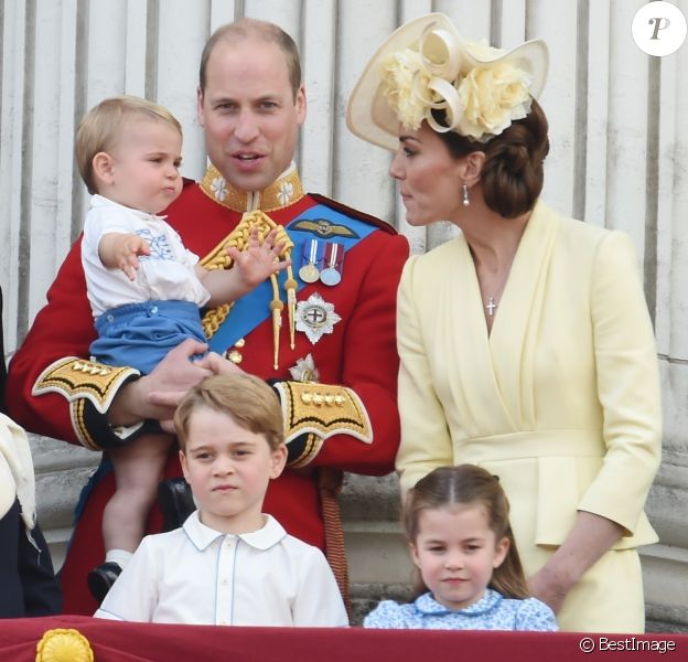 Le prince William, duc de Cambridge, et Catherine (Kate) Middleton, duchesse de Cambridge, le prince George de Cambridge, la princesse Charlotte de Cambridge, le prince Louis de Cambridge - La famille royale au balcon du palais de Buckingham lors de la parade Trooping the Colour 2019, célébrant le 93ème anniversaire de la reine Elisabeth II, Londres, le 8 juin 2019.