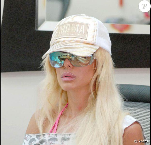 Shauna Sand se fait faire une manucure à Beverly Hills