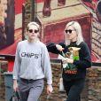 Exclusif - Kristen Stewart et Dylan Meyer sont allées faire des courses dans le quartier de Los Feliz à Los Angeles, le 9 mars 2020