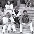 Le prince Charles, Diana et leurs fils, William et Harry en vacances en Espagne avec la famille royale espagnole, en 1987.