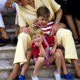 Diana et ses fils William et Harry en vacances en Espagne, à Majorque, en 1987.