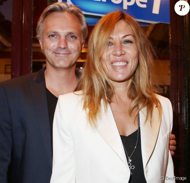 """Mathilde Seigner et son compagnon Mathieu Petit à la générale du spectacle """"Robin Revient"""" au Théâtre de la Porte Saint Martin à Paris, le 23 septembre 2013."""