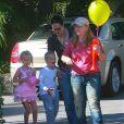 Exclusif - Melissa Etheridge et son ex-femme Tammy Lynn Michaels réunies pour célébrer le 7eme anniversaire de leurs jumeaux, Johnnie Rose et Miller Steven au bowling PINZ a Studio City en 2003.